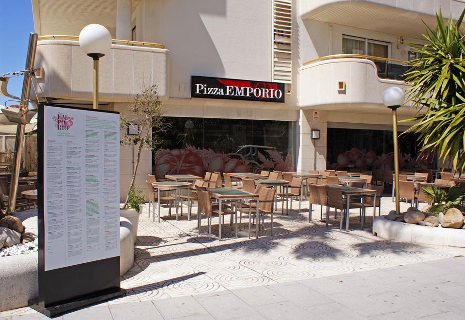 Fachadas de restaurantes for Fachadas para terrazas de casas